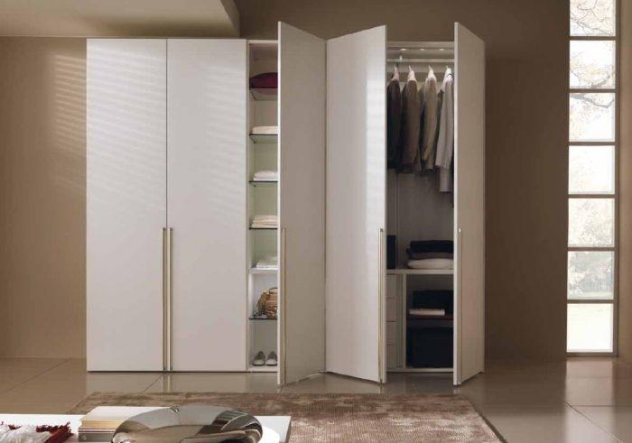 Шкаф с распашными дверьми