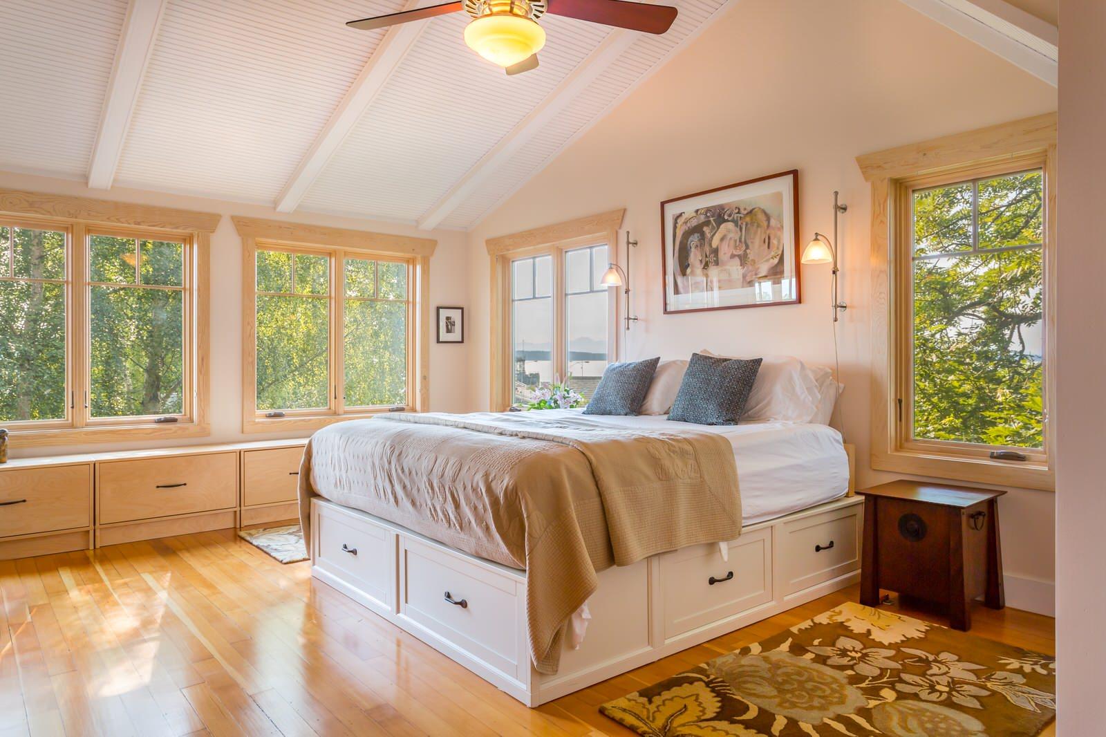 Двуспальная кровать с ящиками высокая