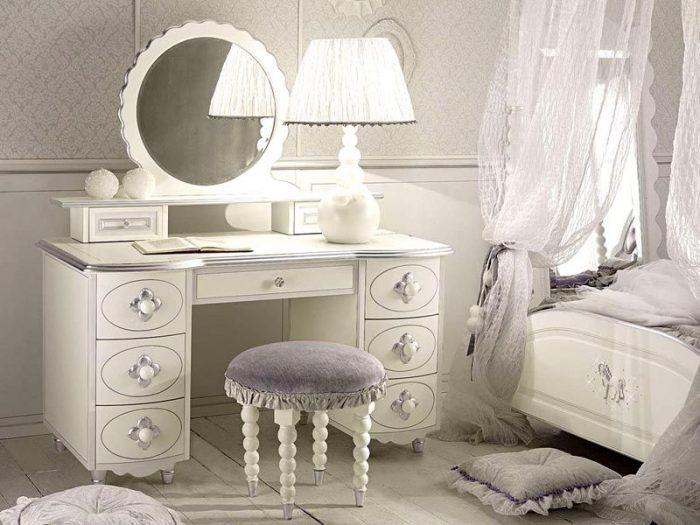 столик туалетный в интерьере спальни