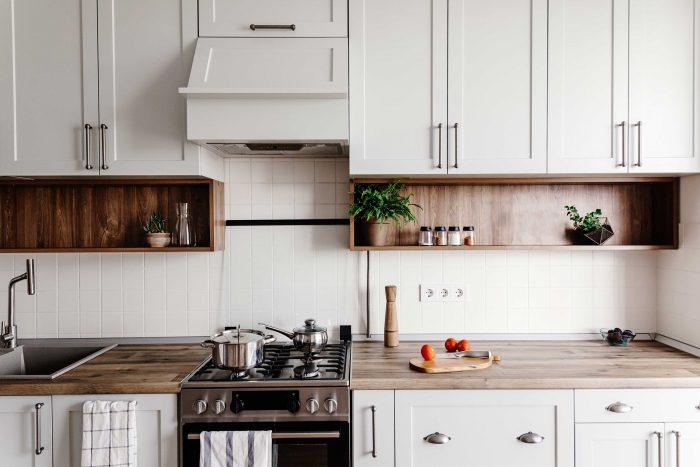 как шкаф повесить на кухне