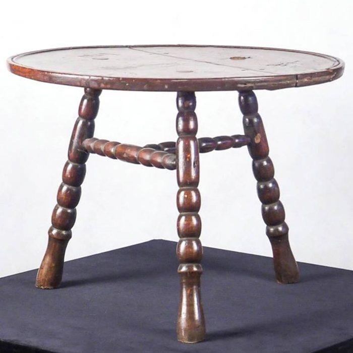 3 ножки стол