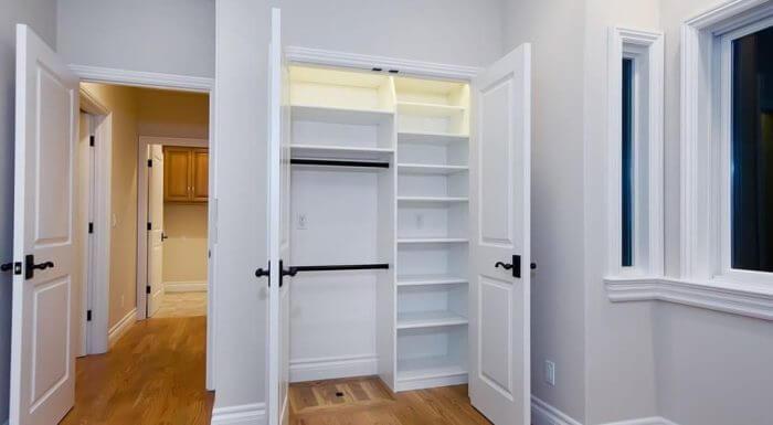 шкафы встроенные