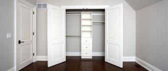 встроенный-шкаф-с-распашными-дверями