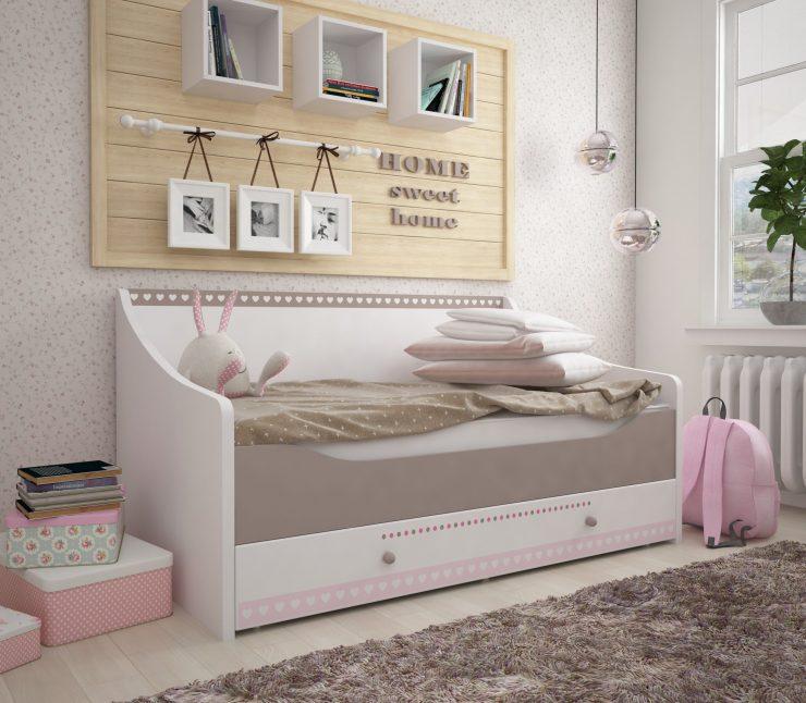 кровать диван девочка