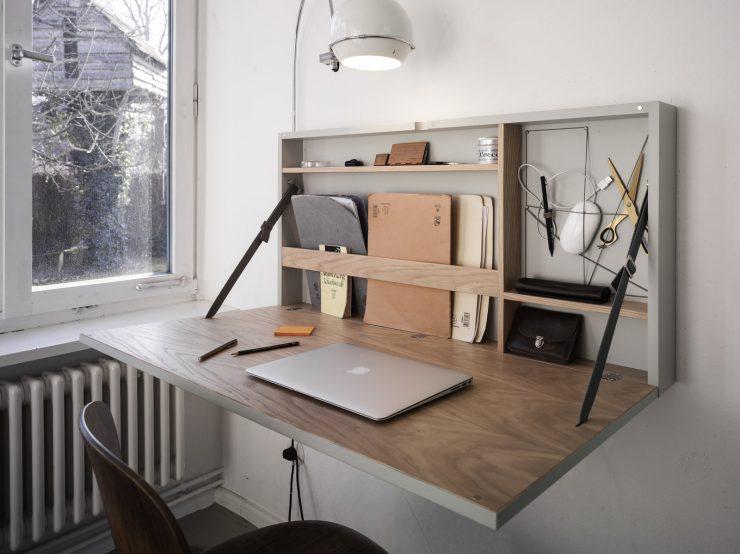 картина и стол