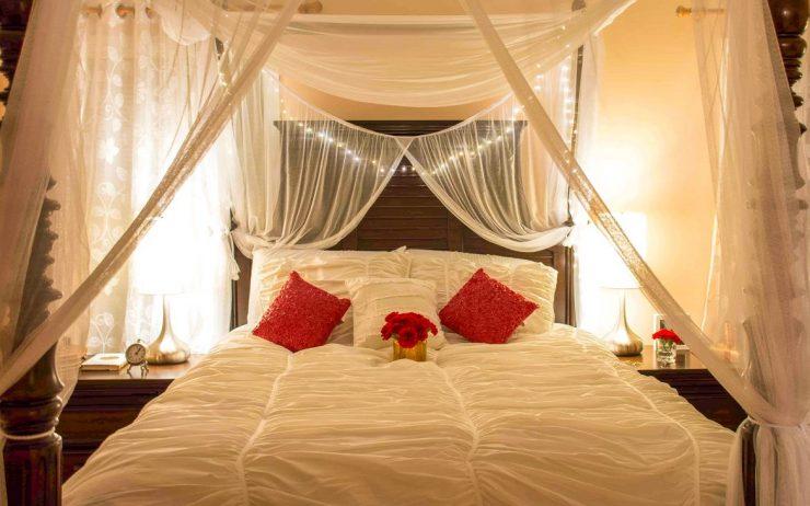 кровать с балдахинами