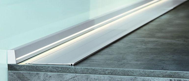 алюминиевый-плинтус-для-столешницы-на-кухне